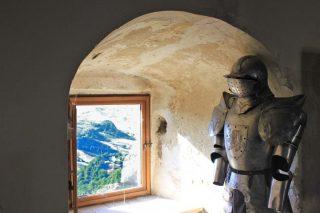 armatura-nel-castello-di-roccascalegna-1024x682