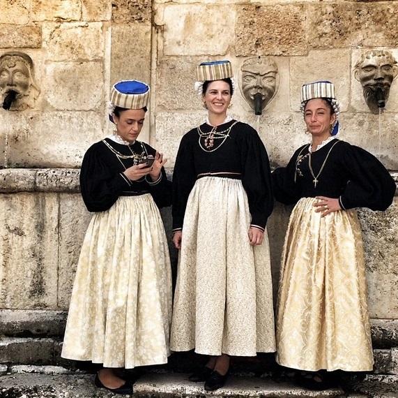 L'abito tradizionale delle donne di Scanno (AQ)