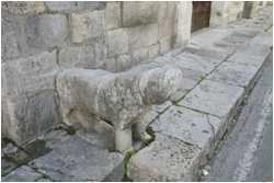 Il leone in pietra