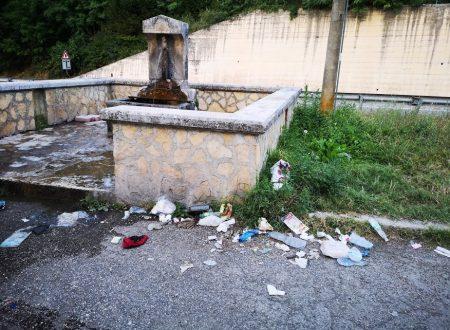 IL TURISMO DEI BARBARI: DOVE PASSANO, IMMONDIZIA OVUNQUE