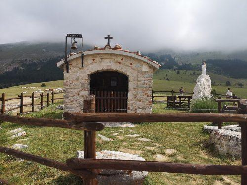 """LA FORTUNA DI """"SBAGLIARE STRADA"""":  LA CHIESETTA DI SAN VINCENZO SULLA STRADA PROVINCIALE 86"""